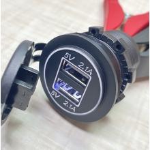 Встраиваемый USB разъем 2 по 2.1А 12 Вольт - 24 Вольта в панель приборов автомобиля Белая