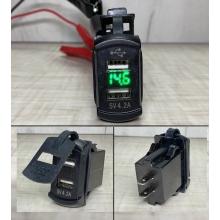Автомобильное зарядное устройство 2 х 2.1А USB врезное   вольтметр 12-24V Зеленый