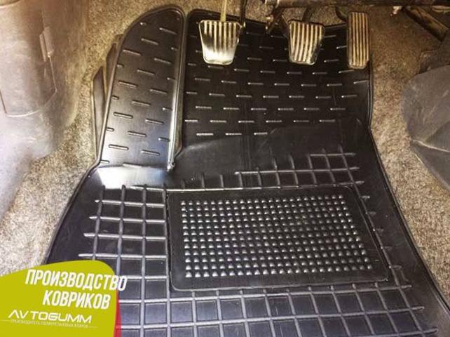 Фото водительского коврика на Ланос