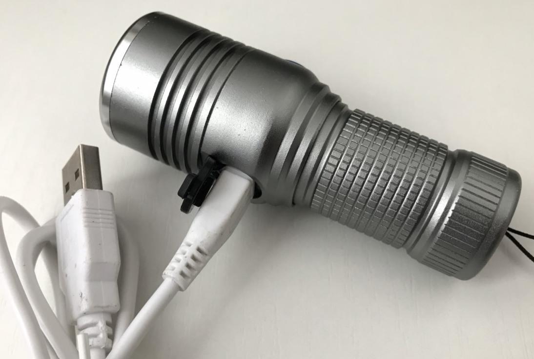 Фото USB зарядки карманного фонаря Small Sun R840-XPE