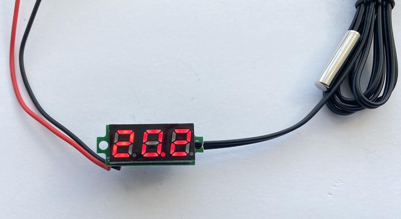 Фото цифрового датчика температуры -50℃ ~ 125℃ - универсальный автомобильный термометр DC 4,0V- 28V врезной без корпуса